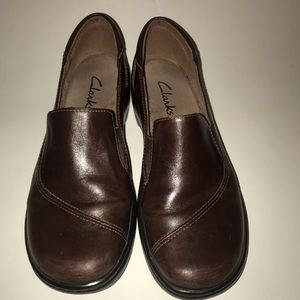 Clarks Womens 8 Slip Ons Loafers Brown Leather